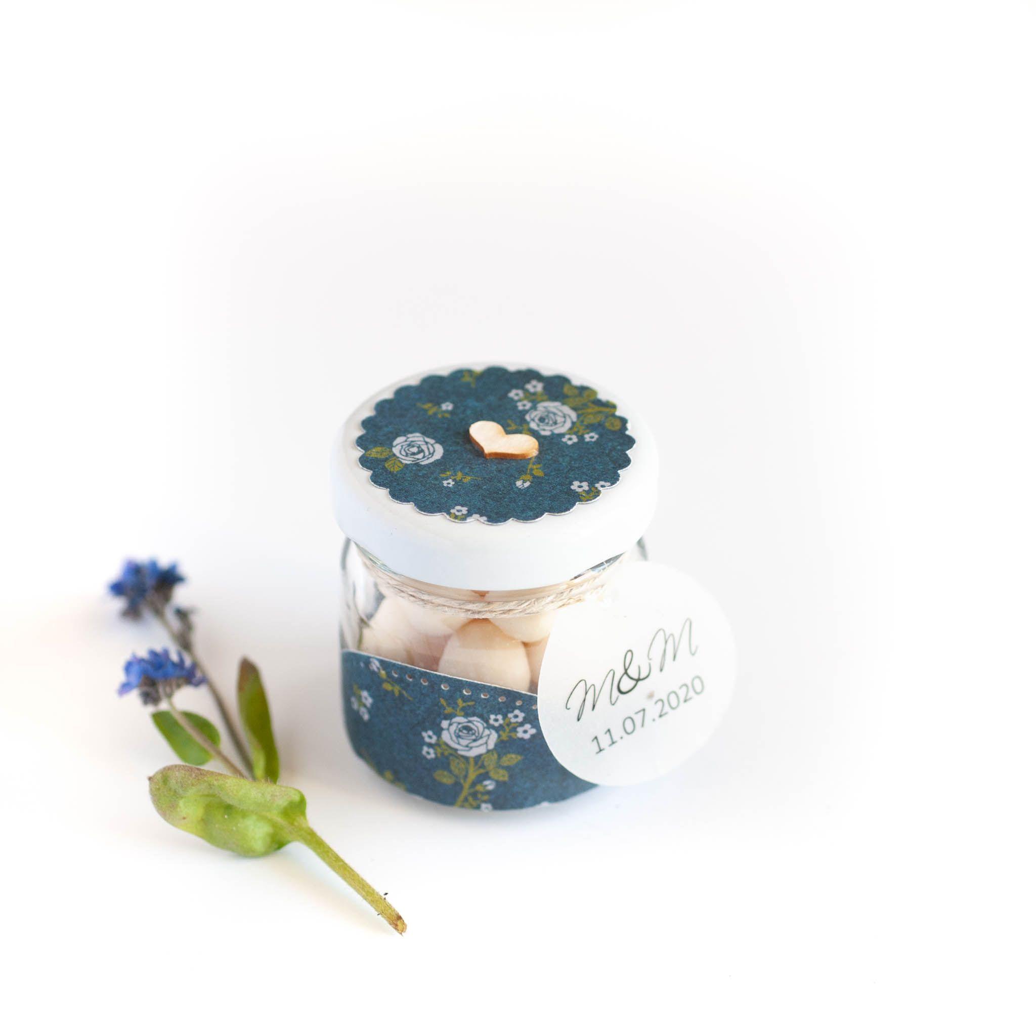 Podziękowanie dla gości Słoiczek z drażami granatowy w błękitne kwiatki