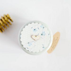 Pokrywka słoiczka z miodem błękitne kwiatki