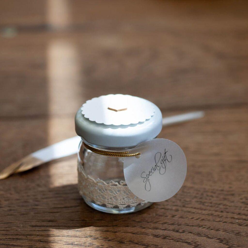 Słoiczek pusty bawełniana koronka i papier z drobinkami