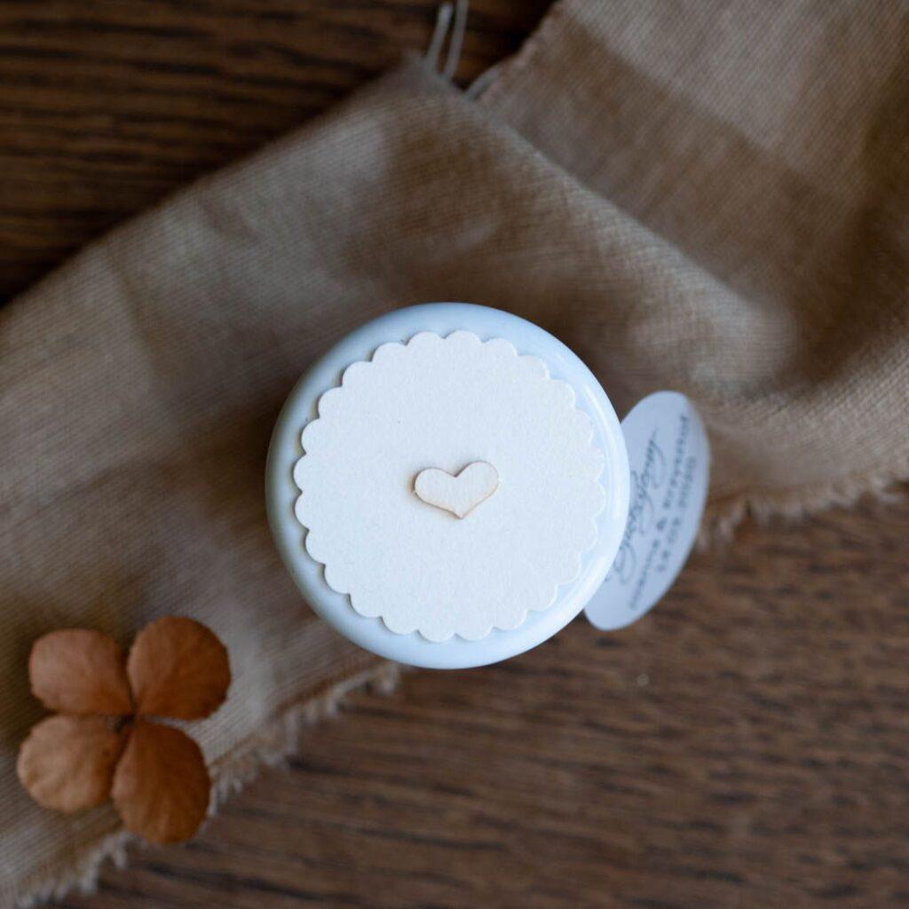 pokrywka słoiczka biały z drobinkami 2