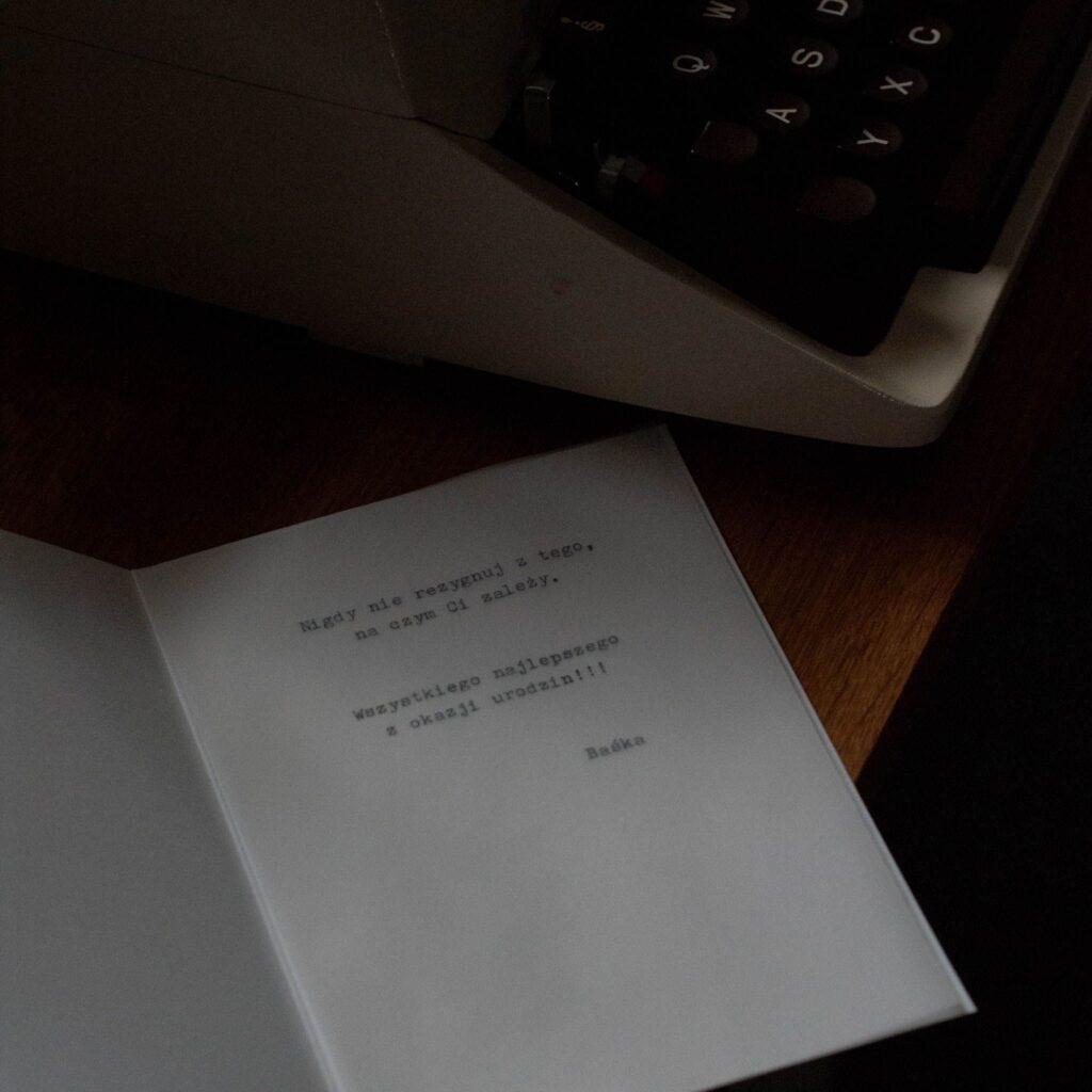 kartka pisana na maszynie